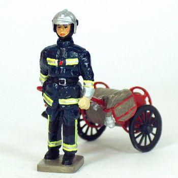 Sapeur-pompier de la BSPP avec dévidoir