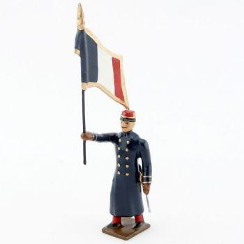 drapeau de l'infanterie de ligne en capote à l'assaut