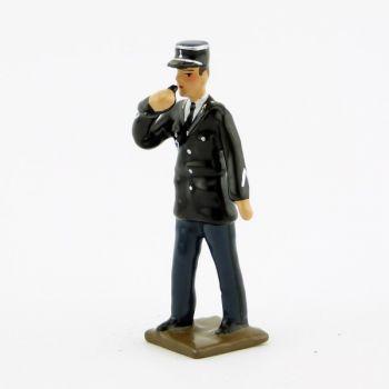 gendarme en vareuse avec sifflet