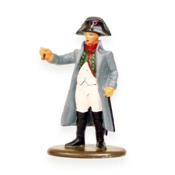 Napoléon, grand modèle, tendant un médaille