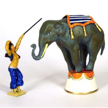 éléphant en équilibre et sa dresseuse