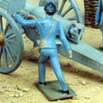 officier tirant un coup de canon