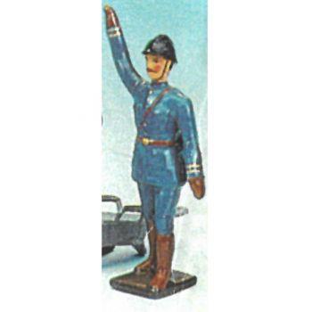 officier, bras en l'air