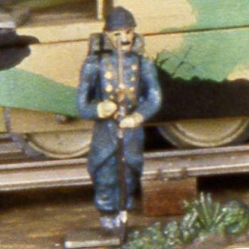 soldat au fixe, fusil devant