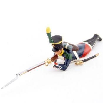 fantassin des voltigeurs du 17ème régiment de ligne couché, fusil en joue