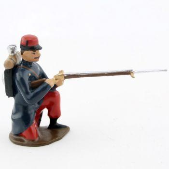 fantassin de l'infanterie de ligne en capote à genou, fusil en joue