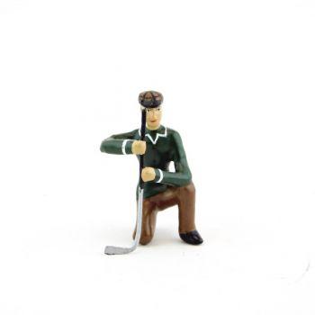 golfeur à genou, se préparant à putter