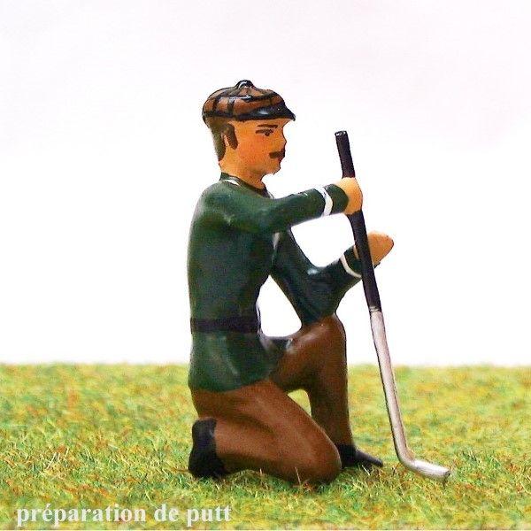 https://www.soldats-de-plomb.com/12105-thickbox_default/golfeur-a-genou-se-preparant-a-putter.jpg