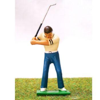 golfeur en fin de montée, polo beige
