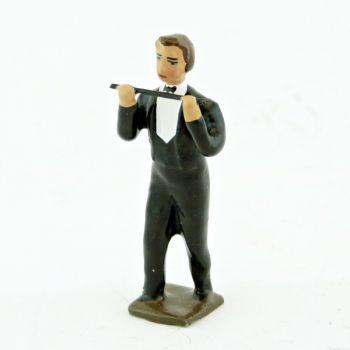 musicien de l'orchestre, debout, jouant de la flute