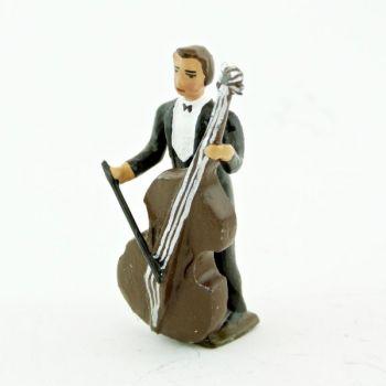 musicien de l'orchestre, debout, jouant de la contrebasse