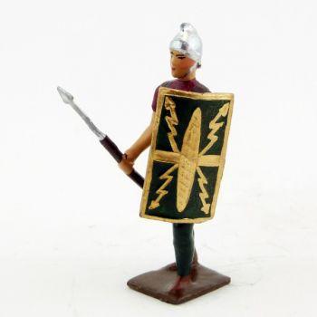 romain de la tortue, avec bouclier à la main gauche et pilum