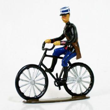 gendarme avec képi, à vélo