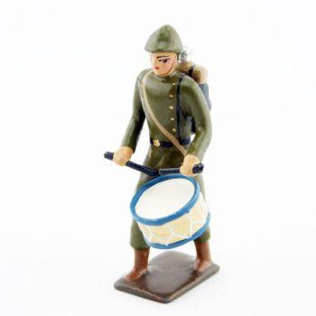 tambour de l'infanterie de ligne en capote kaki (1921-1945)