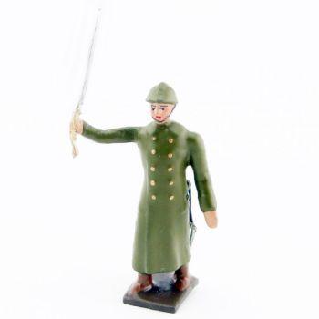 officier de l'infanterie de ligne en capote kaki à l'assaut
