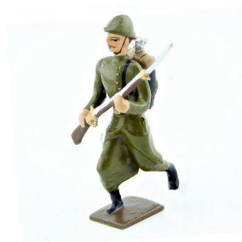 fantassin de l'infanterie de ligne en capote kaki à l'assaut