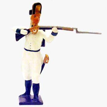 fantassin de l'infanterie autrichienne debout, fusil en joue