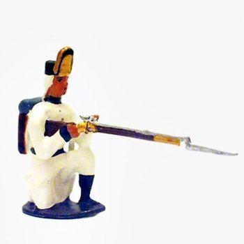 fantassin de l'infanterie autrichienne à genou, fusil en joue
