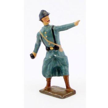 fantassin de l'infanterie de ligne en capote b.h. lançant une grenade