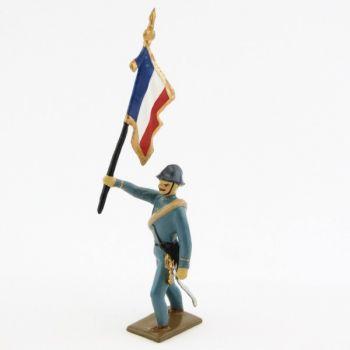 drapeau de l'infanterie de ligne en tunique bleu horizon à l'assaut