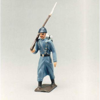fantassin, fusil sur lépaule de l'infanterie de ligne en capote bleu horizon