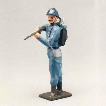 fantassin de l'infanterie de ligne en capote b.h. debout avec fusil en joue