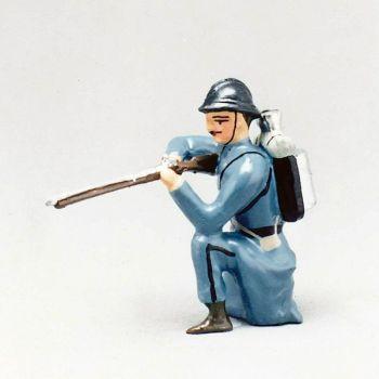 fantassin de l'infanterie de ligne en capote b.h. à genou, fusil en joue