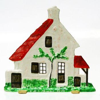 Maison avec auvent et remise