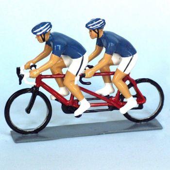Cyclistes en tandem, t-shirts bleus