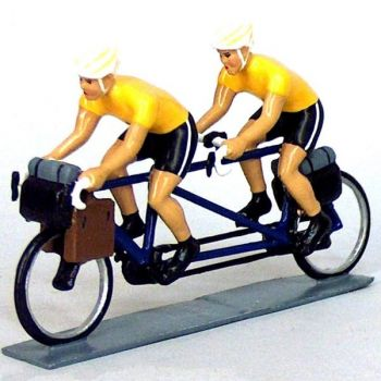 Cyclotouristes (Cyclo-randonneurs) en tandem, t-shirts jaunes