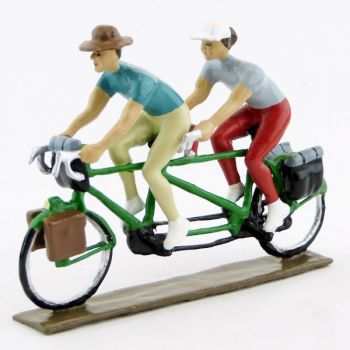 Cyclotouristes (Cyclo-randonneurs) en tandem (Paule et Arthur)