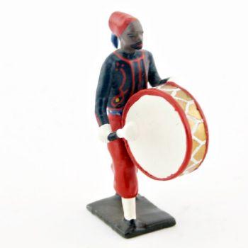 grosse caisse de la musique de zouaves avec chéchias