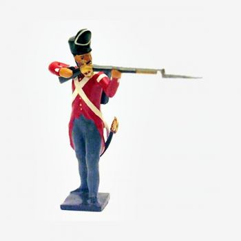 fantassin du 32nd (cornwall) regiment debout, fusil en joue