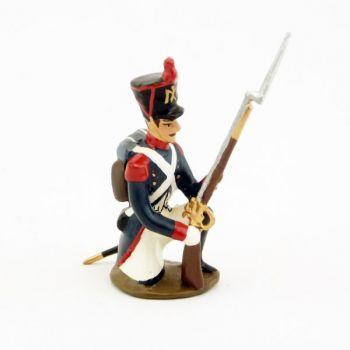fantassin de l'infanterie de ligne à genou, fusil au pied