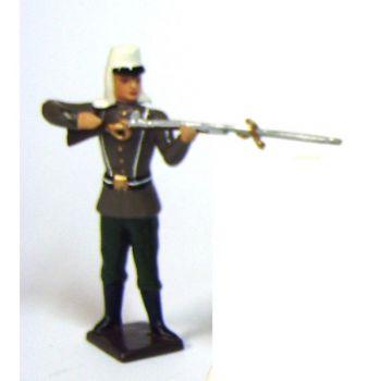 fantassin de la légion étrangère au feu, fusil en joue