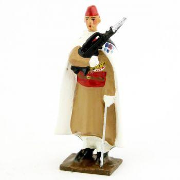 fantassin du 1er régiment de spahis au fixe, en calot, avec Famas
