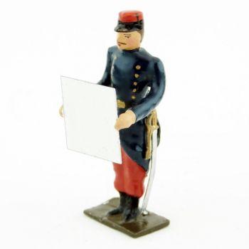 Officier en capote avec carte