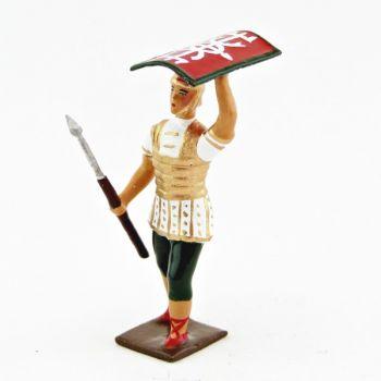 Romain avec bouclier au-dessus de la tête, uniforme blanc-or-vert, bouclier cad