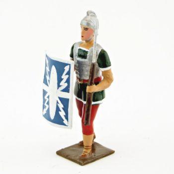 Romain avec bouclier au bras droit et pilum, uniforme blanc-or-vert-rouge, boucl