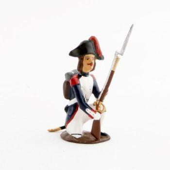 fantassin de l'infanterie campagne d'Egypte (1799) à genou, fusil posé au sol