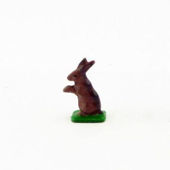 Petit lapin debout sur pattes arrière, marron (alezan)
