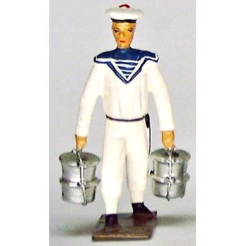 marin portant 4 gamelles