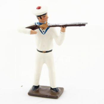 matelot des marins blancs au feu, fusil en joue
