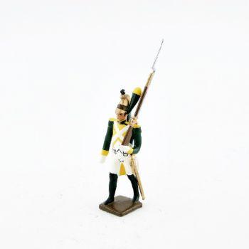 fantassin des dragons jaunes, fusil sur l'épaule