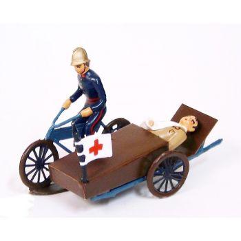 Pompier sur side-car avec blessé