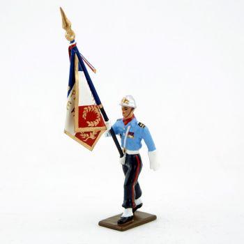 porte-drapeau de la garde d'honneur des Sapeurs-Pompiers