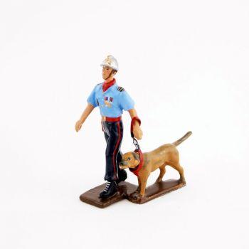 pompier maître-chien des Sapeurs-Pompiers de Paris
