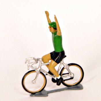 Maillot vert, bras en l'air