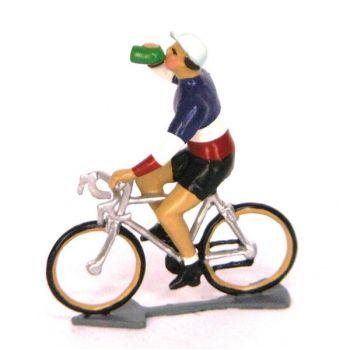 Champion de France buvant à la gourde
