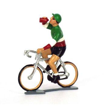 Champion d'Italie buvant à la gourde